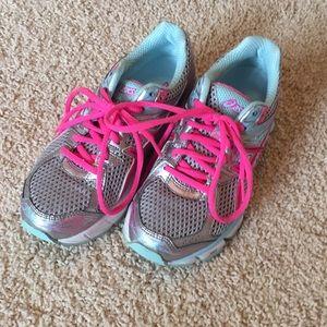 asics shoes size 5